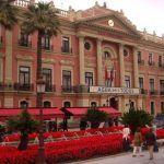 Un ataque al Ayuntamiento de Murcia… en calzoncillos