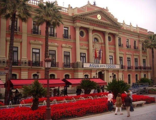 ayuntamiento murcia1 Un ataque al Ayuntamiento de Murcia... en calzoncillos