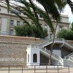 Escalinata de Víctor Beltrí en la Muralla Carlos III de Cartagena