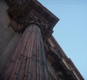 iglesia San Andres Murcia columna romana 300x274 Las columnas romanas de la iglesia de San Andrés