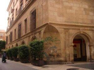 pintada en soportales Catedral de Murcia 300x225 Puede ir a la cárcel el autor de las pintadas en el Palacio Episcopal y la Catedral