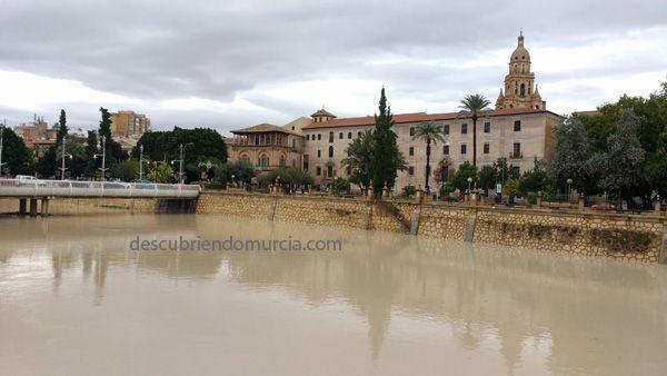 Murcia lluvias diciembre 2016 crecida avenida rio segura Pescando salmones en el Río Segura