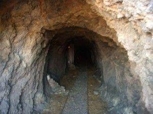 entrada a una mina murciana 300x225 Protejer las zonas mineras y sus valores naturales