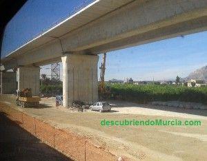 Tren AVE en Orihuela 300x234 ¿Se soterrarán las vías cuando llegue el AVE?