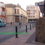Un mojón en la calle Mayor de El Palmar