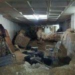 «la Muralla se partió en dos y cayó encima de los pilares del edificio…»