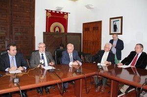 Firma acuerdo UCAM Graphenano 300x199 La UCAM investigará el Grafeno, la materia de Dios