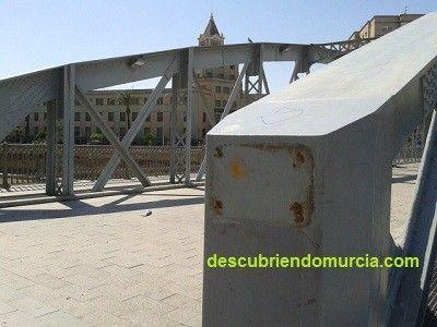 Puente Nuevo Hierro Murcia roban placas metal Se construye el Puente Nuevo o Puente de Hierro sobre el Segura