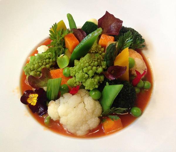 El Rincón De Pepe Nos Presenta Su Menestra De Verduras Con Caldo De Pimiento Rojo