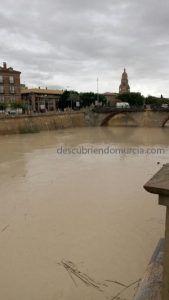 rio segura murcia crecida diciembre 2016 169x300 Virgen de los Peligros que perdió su ermita en favor del Puente Viejo