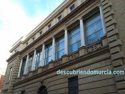 Museo Bellas Artes Murcia Las blancas columnas del convento de los Trinitarios en Murcia