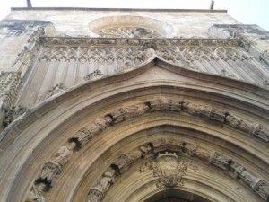 Murcia Catedral Puerta Apostoles 300x225 La puerta gótica de los Apóstoles y el escudo de Isabel II