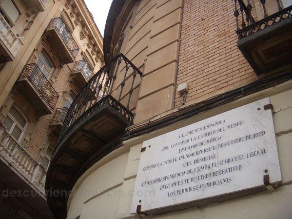 plaza Hernandez Amores Murcia Riada Santa Teresa en Murcia. Un Trending Topic de la época